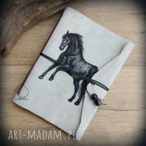 ręcznie wykonane notesy notes a5 ze skórzaną miękką okładką czarny rumak - ręcznie robiony i malowany