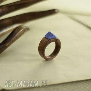 pierścionek z drewna egzotycznego i lapisu lazuli