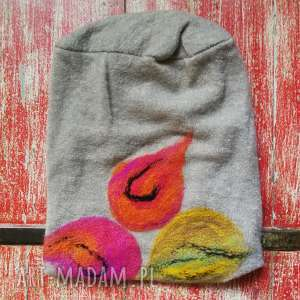 czapka wełniana filcowana bezowa zimowa handmade w kwiaty na podszewce, wełna