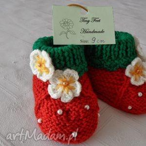 hand made buciki niemowlęce - truskaweczki