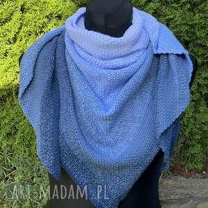 Ręcznie wykonana chusta w odcieniach niebieskiego mech chustki