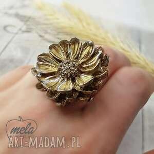1024/mela pierścionek z żywicy kwiat złoty/srebrn