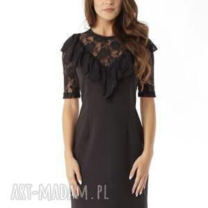 Dopasowana sukienka z koronkową falbanką czarna, elegancka-sukienka