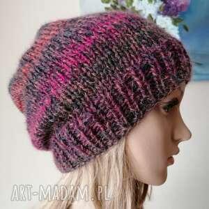 czapki z malinowym akcentem czapka, rękodzieło, czapka na drutach, ręcznie