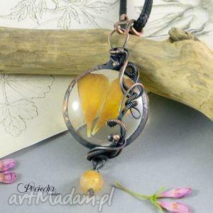 hand-made naszyjniki jaskier - naszyjnik z płatkami kwiatów