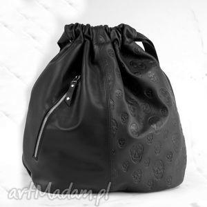 czarny plecak z czaszkami, torebka, plecak, oryginalny, skóra, pojemny, wygodny