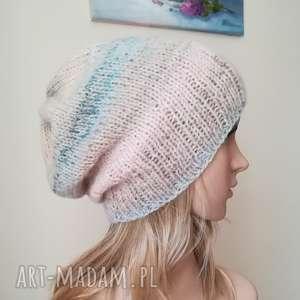 Pastele w beżu czapka, rękodzieło, pastele, zima