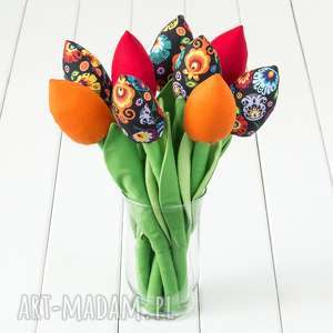 upominek TULIPANY kolorowy bawełniany bukiet, łowicki na czarnym tle, kwiaty