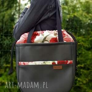 duża torba z zewnętrzną kieszenią i kominem w różowe czerwone kwiaty
