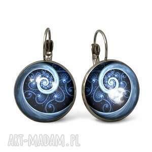 niebieska spirala - duże kolczyki wiszące, graficzne szklane