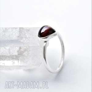 pierścionek z granatem, granat, srebrny pierścionek, klasyczny