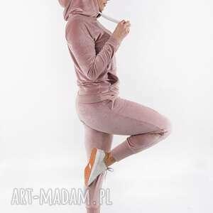 sportowe komplet dresowy welurowy pudrowy róż convenient, dres, sukienka