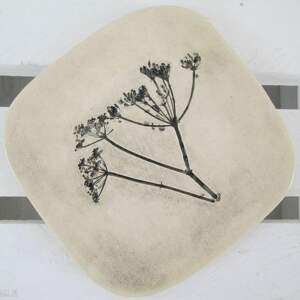 talerzyk z roślinką, ceramiczny, talerz, fusetka, ceramicza, dekoracyjny, podstawka