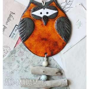 ręcznie wykonane ceramika sowa oranżowa na patykach znad morza