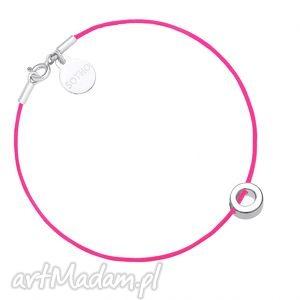 różowa sznurkowa bransoletka z symbolem karmy, blogerska, srebro