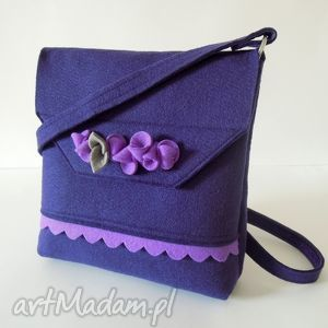 fioletowa torebka z falbanką i kwiatkami, filc, torebka, kwiatki, filcowa, folk