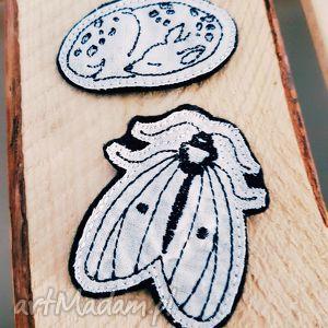 zestaw dwóch naszywek ćma i sarenka, ćma, naszywki, skandynawskie, haft