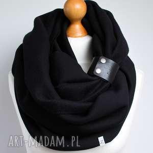 czarny gruby komin tuba szal zimowy z zapinką, paskiem, pomysł na prezent dla niej