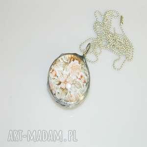 szklany wisior-róże, szklane-róże, szkło, unikatowa-biżuteria, unikatowy-wisior