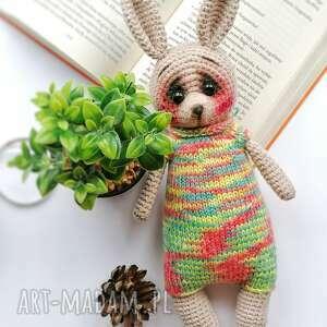 maskotki króliczek maskotka na szydełku w sweterku, dla dziecka
