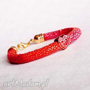 bransoletka z serduszkiem - ,serce,serduszko,czerwona,walentynki,prezent,śliczna,