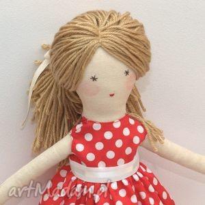 lisa w czerwonej sukni, lalka, szmaciana, prezent, święta, opakowanie, przytulanka