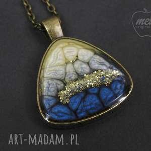 Mela wisiorek z żywicy triangle nieb złoty 0008 wisiorki art