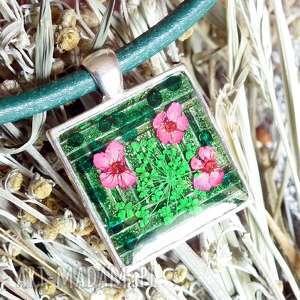 Prezent naszyjnik z prawdziwymi kwiatkami w żywicy - unikatowa biżuteria, butelkowa