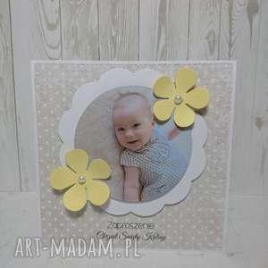 kartka zaproszenie ze zdjęciem i kontrastem - kwiatek, zaproszenie, chrzest, urodziny