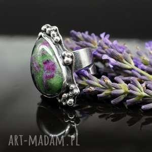 pierścionki lawender - okazały pierścionek z rubinem i zoisytem