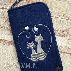ręcznie wykonane etui filcowe na telefon - zakochane koty
