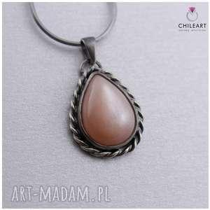 Brzoskwiniowy kamień księżycowy i srebro - wisiorek na łańcuszku