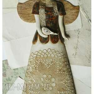 rudy aniołęk ze złotym szaliczkiem i ptaszkiem, ceramika, anioł, ptaszek