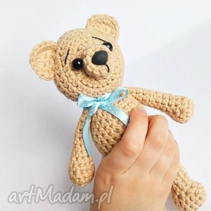 ręcznie wykonane maskotki beżowy miś z kokardką - 15 cm