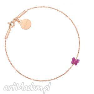 ręcznie wykonane bransoletka z różowego złota zdobiona ciemnoróżowym motylkiem swarovski®