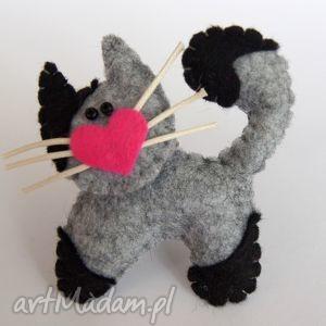 handmade dla dziecka kotek - broszka z filcu