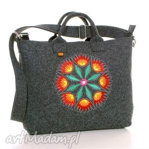 ciemna filcowa torba z haftem rozety łowickiej, torba, laptop, filc, folk, haftowana