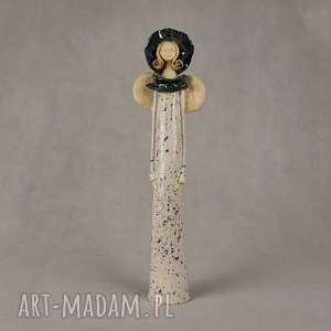 ręczne wykonanie ceramika anioł w kapeluszu
