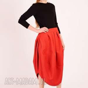 czerwona minimalistyczna spódnica, minimalizm, wesele, elegancka, prosta, oversize