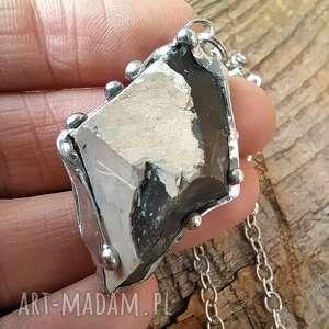 wisiorek z łańcuszkiem czarny krzemień bryłka, kamień wisiorek
