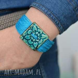 hand-made bransoletka z lnu ceramiką kwadratowy guzik morska