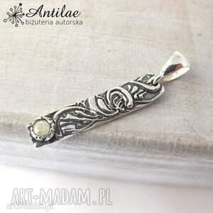 Wisiorek art clay silver, srebrny wisiorek, cyrkonia, delikatna biżuteria, mały