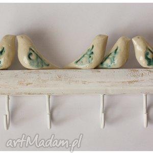 hand made ceramika wieszak z ptaszkami o niebieskich skrzydłach