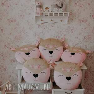 hand-made pokoik dziecka poduszka sarenka z różyczkami