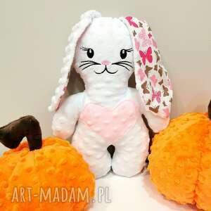 Biały królik w motyle przytulanka z minky prezent na roczek