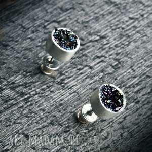 okrągłe srebrne kolczyki wkrętki z karborundem, karborundem
