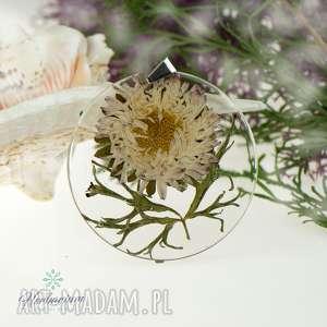 z72 naszyjnik z prawdziwymi kwiatami zatopionymi w żywicy