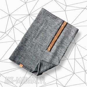 dzianinowy komfortowy męski komin z aplikacją ze skóry idealny na prezent