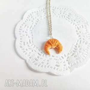 Wisiorek - rogalik z łańcuszkiem - Hand Made