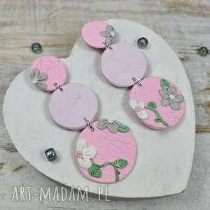 rozmatnyczne kolczyki koła z motywem roślinnym w pastelowych kolorach - róże